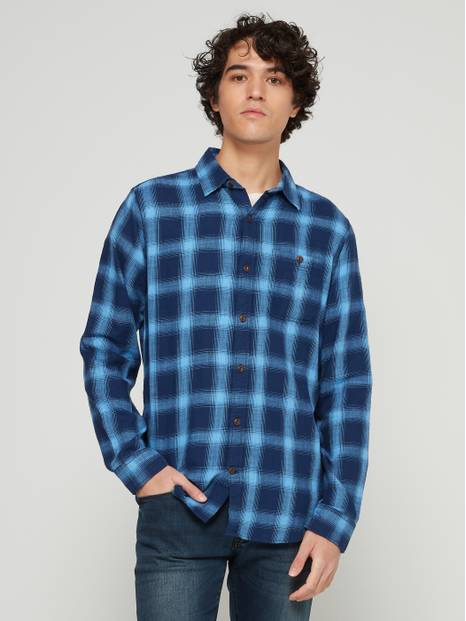 Long Sleeve Slub Twill Shirt in Untucked Fit
