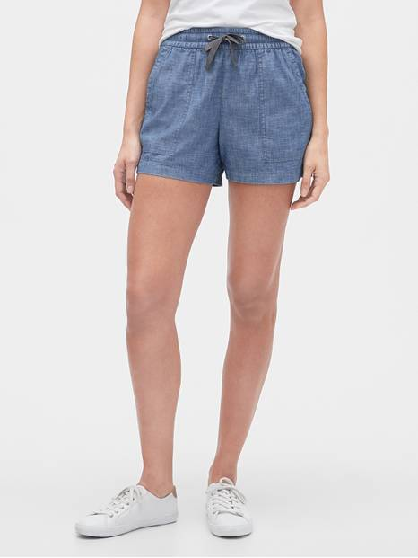 Pull-On Shorts in Chambray